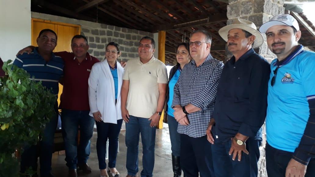 DUAS VACAS: A CUBANA E A DE SANTA ROSA DO ERMÍRIO