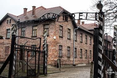 Resultado de imagem para campo de concentração na polonia auschwitz