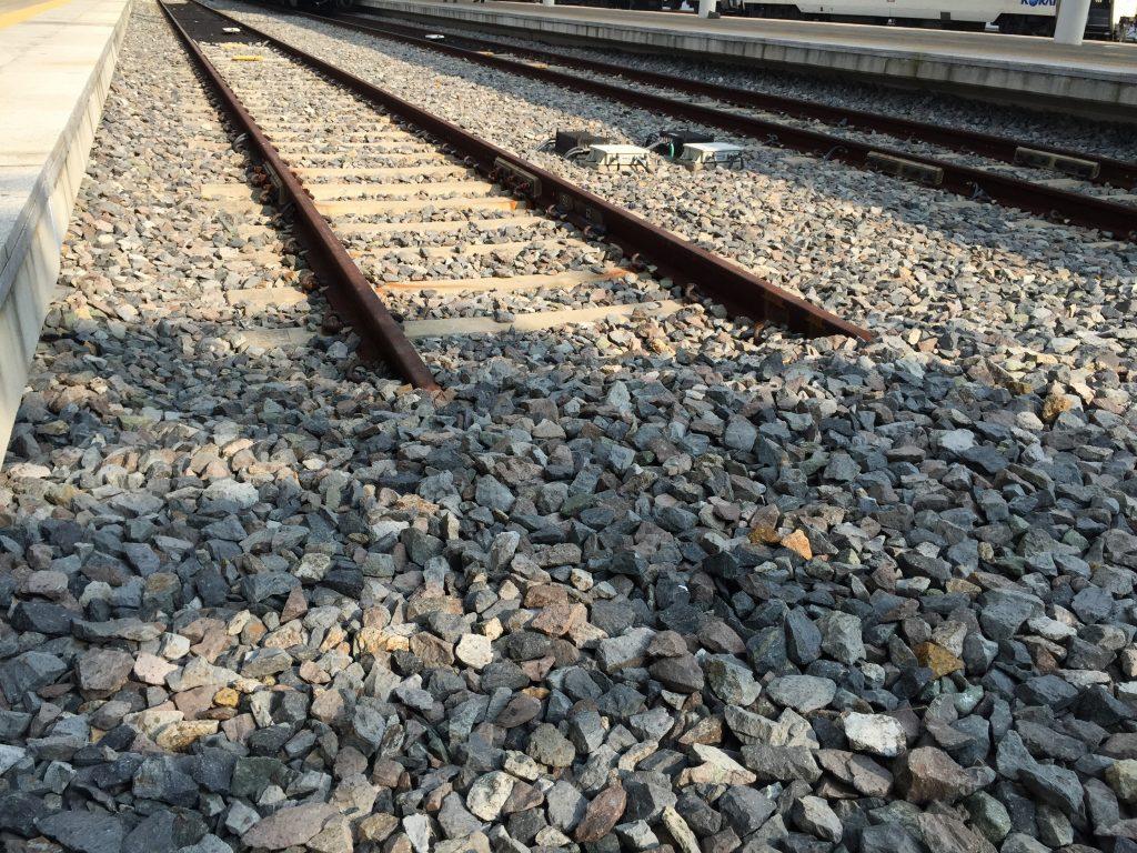 Fim de linha para o trem sobre a lama